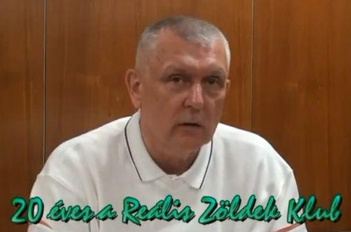 Mészáros Milán fizikus köszönti a húszéves klubot